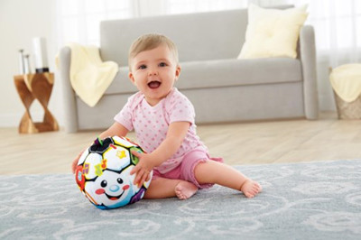 儿童玩具:Fisher-Price费雪 Laugh & Learn Singin' Soccer Ball 音乐毛绒足球  $11